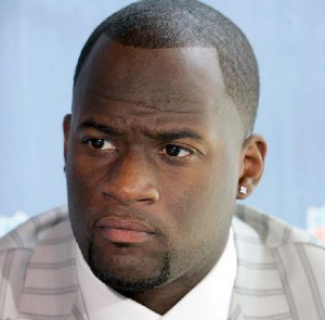 Vince Young spent $5,000/week at Cheesecake Factory -- a restaurant that offers meals as low as $7.