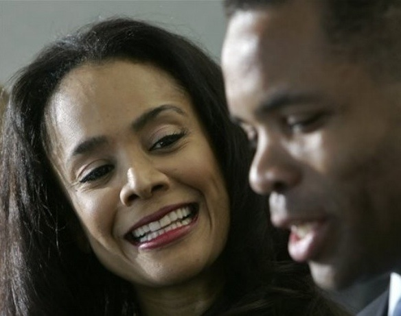 Jesse Jackson Jr.'s Wife Under Federal Investigation, Too